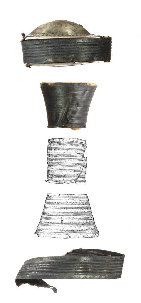 Zusammengehörende Teile eines Schwertgriffes des 4. Jahrhunderts, geborgen 1864 und 1994