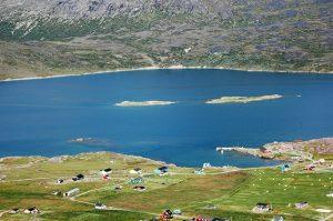 Blick über das Hafengebiet von Igaliku, Grönland.
