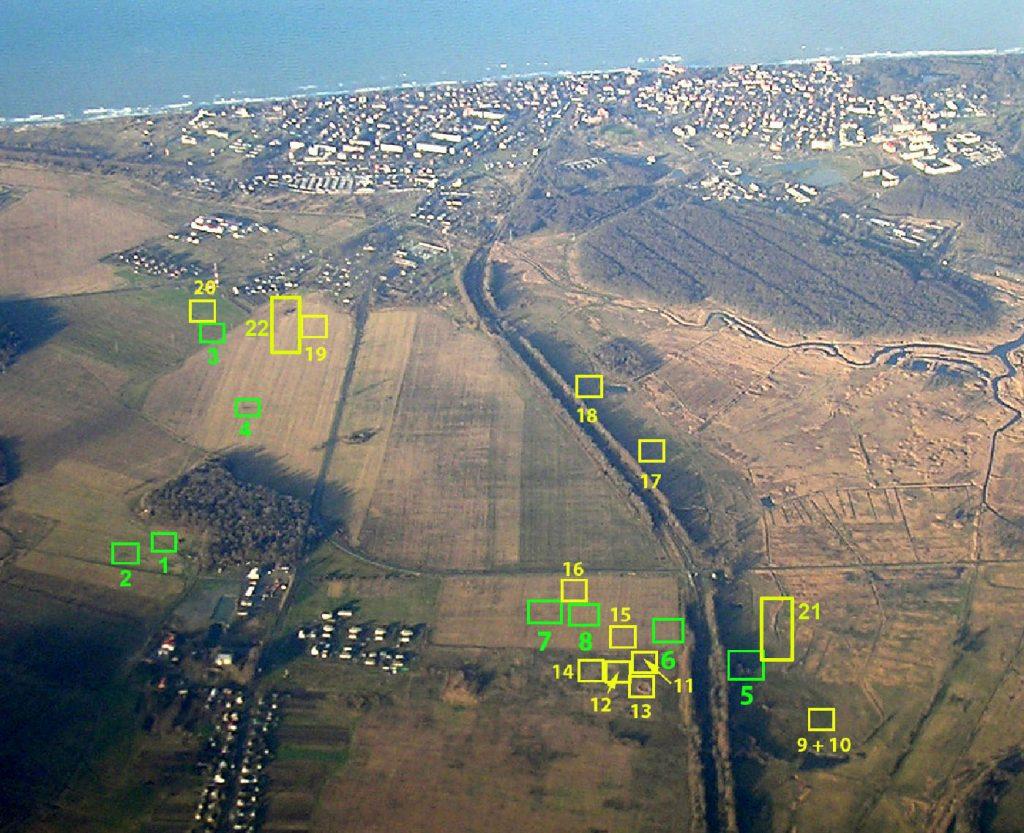 Die Lage der Grabungsflächen auf einer Luftaufnahme.