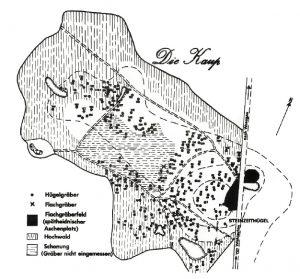Plan der bekannten Hügel- und Flachgräber sowie des sog. Aschenplatzes im Gräberfeld Kaup (von zur Mühlen 1975, Taf. 2).
