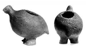 Kleines Gefäß in Form eines rundlichen Vogels aus dem Flachhügelgräberfeld Aarupgaard (Foto: Museum Sønderjylland).